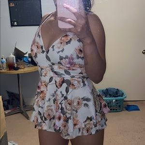 Windsor size small cute romper !!